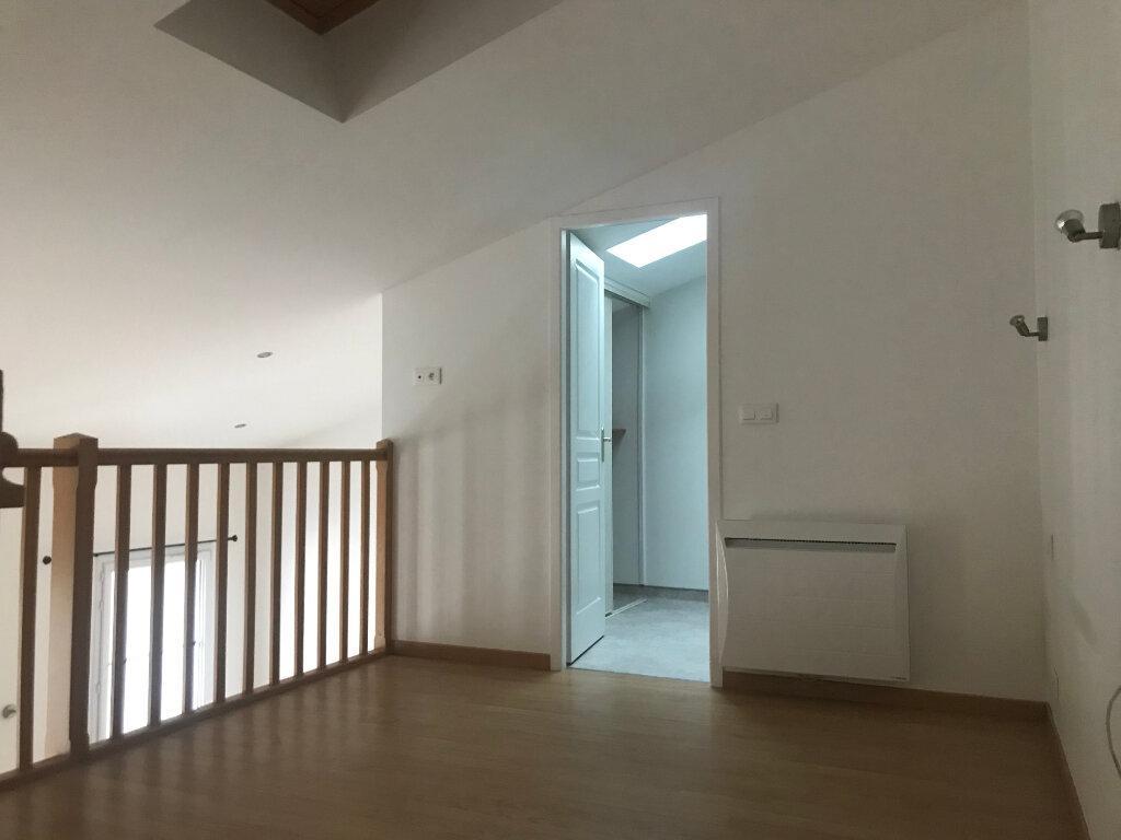 Appartement à louer 2 60m2 à Rochefort vignette-4