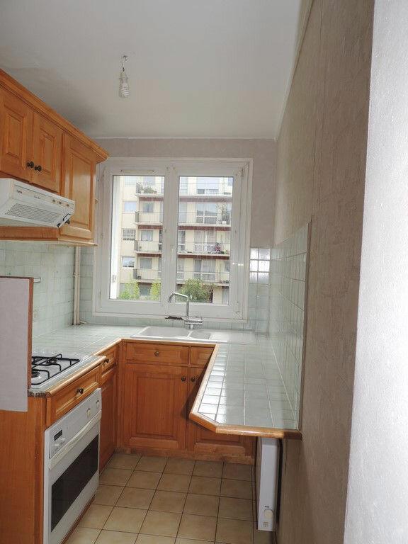 Appartement à louer 3 65m2 à Livry-Gargan vignette-2