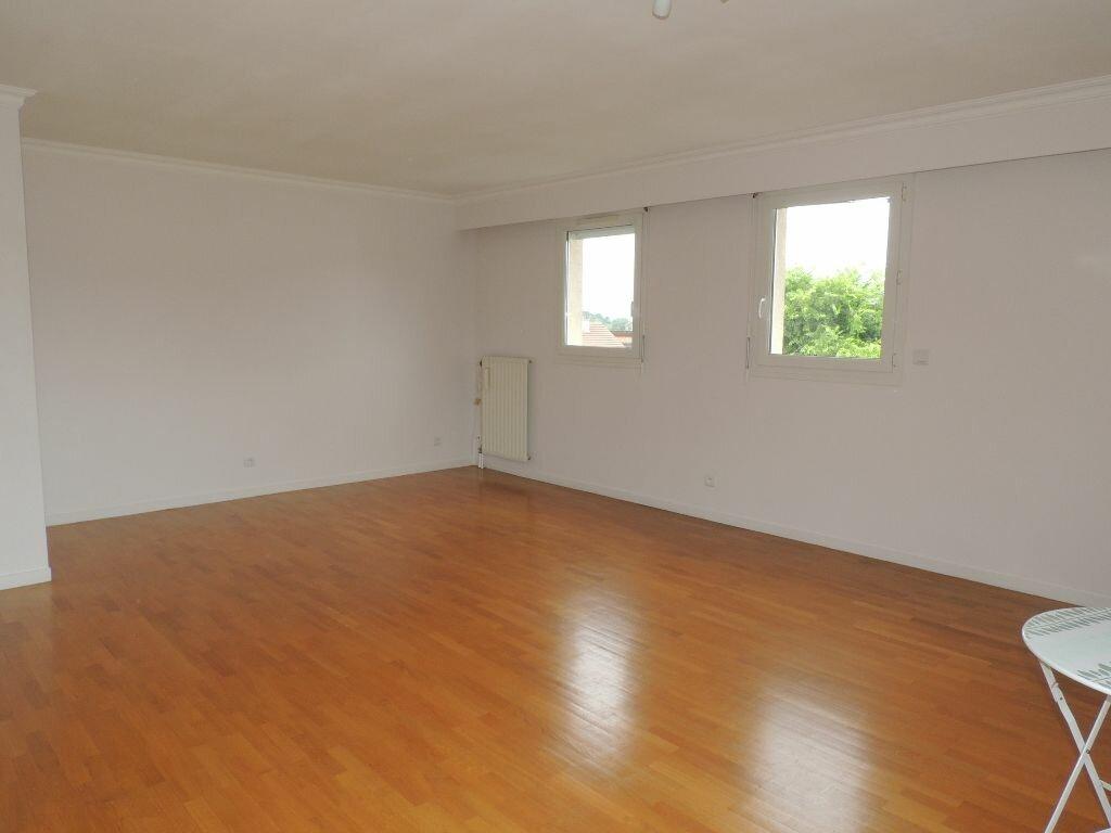 Appartement à louer 3 79.38m2 à Livry-Gargan vignette-4
