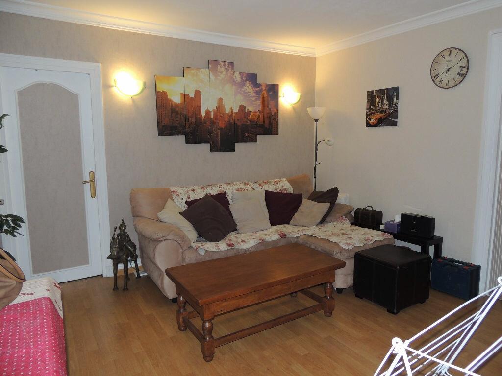 Appartement à louer 3 53.85m2 à Livry-Gargan vignette-2