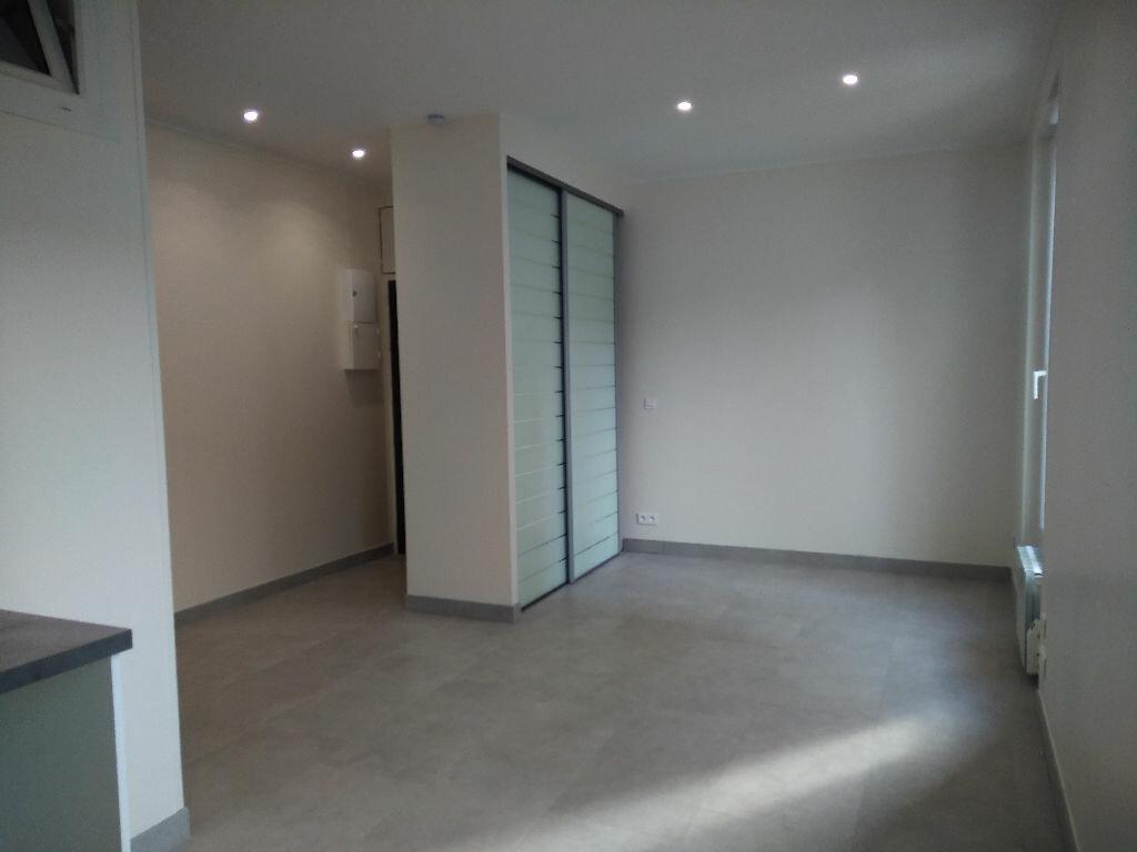 Appartement à louer 1 27m2 à Villemomble vignette-2