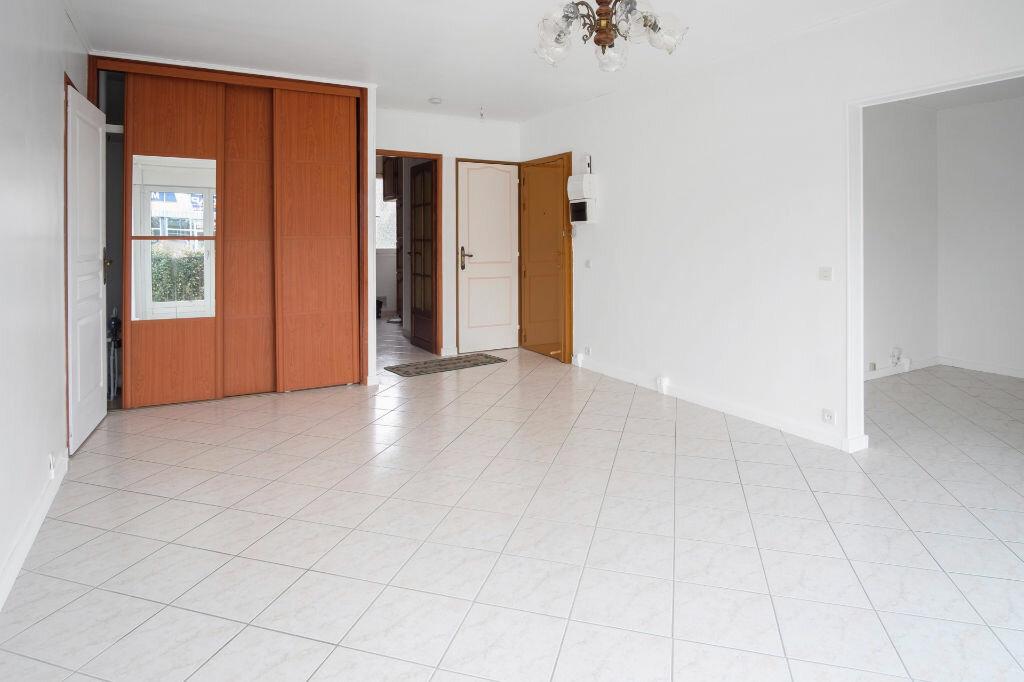 Appartement à vendre 4 76m2 à Livry-Gargan vignette-5