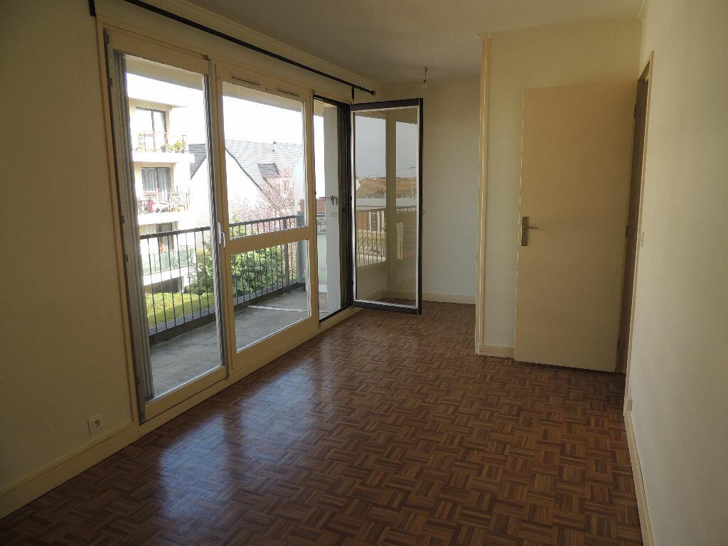 Appartement à louer 1 24.057m2 à Livry-Gargan vignette-1