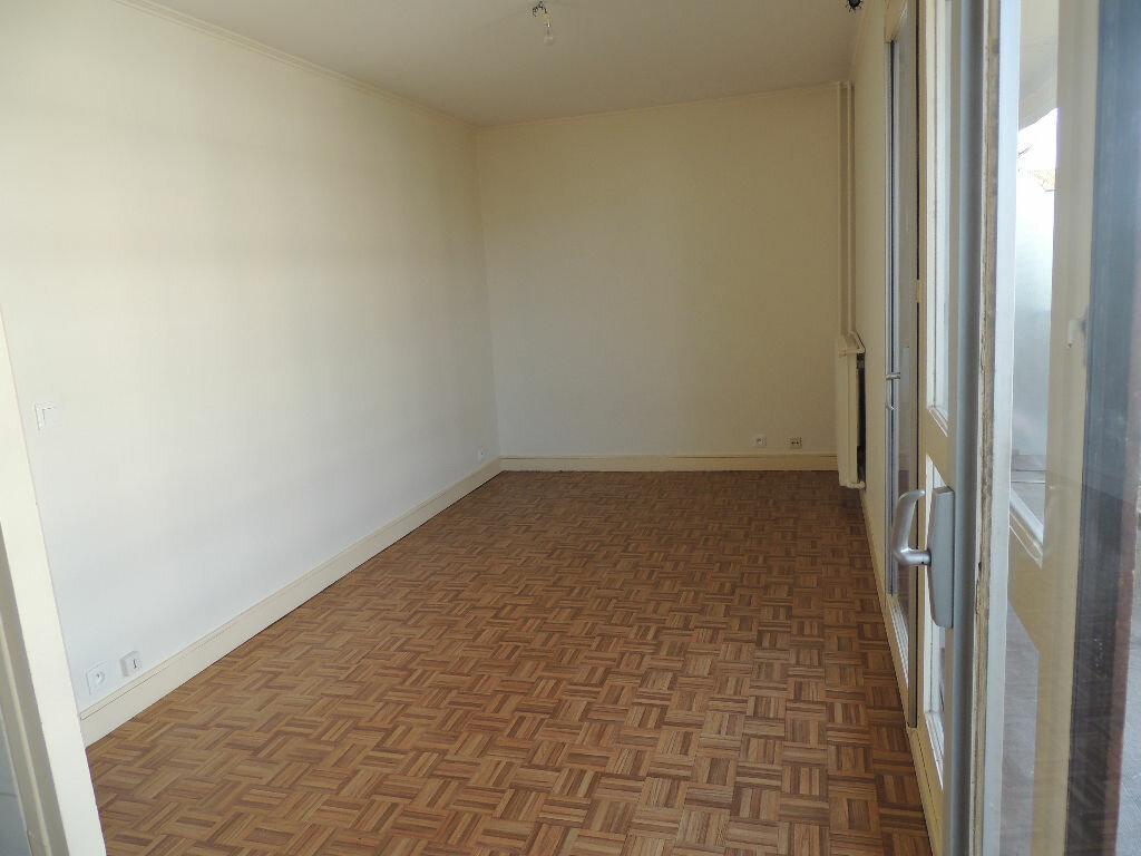 Appartement à louer 1 24.057m2 à Livry-Gargan vignette-2