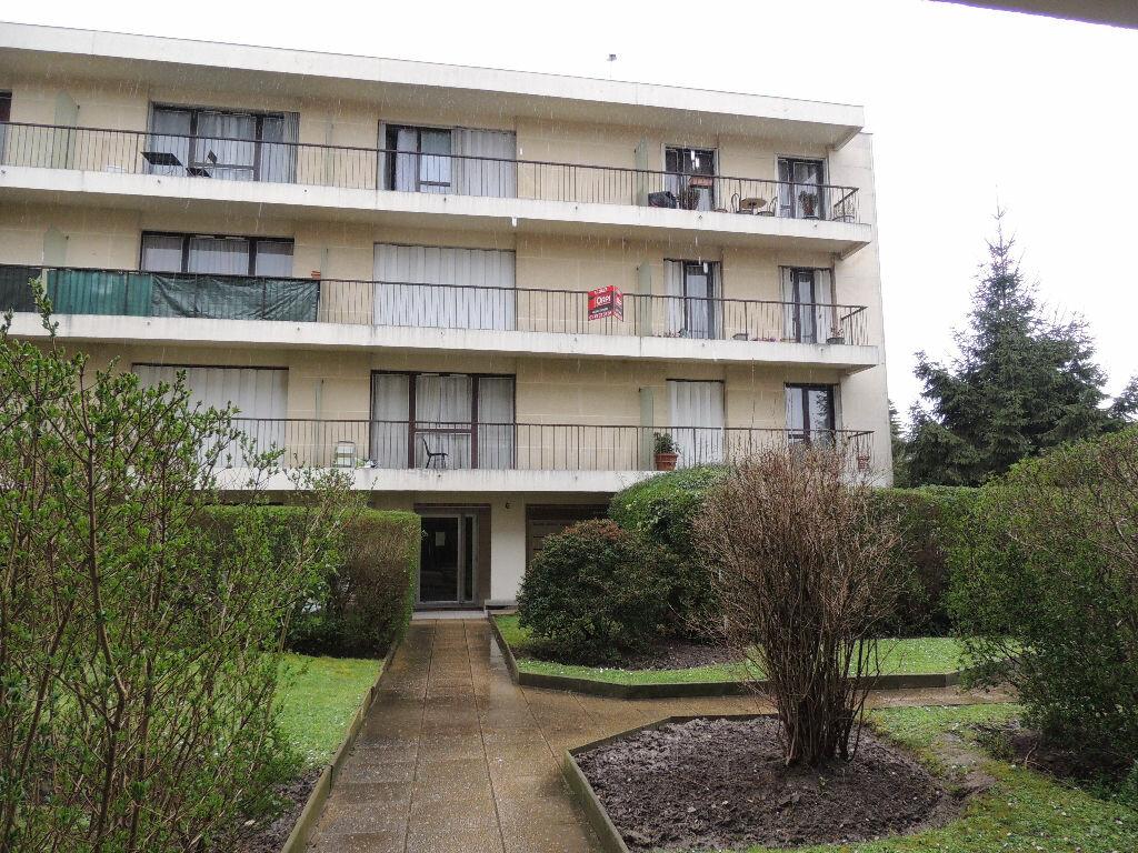Appartement à louer 1 24.057m2 à Livry-Gargan vignette-9