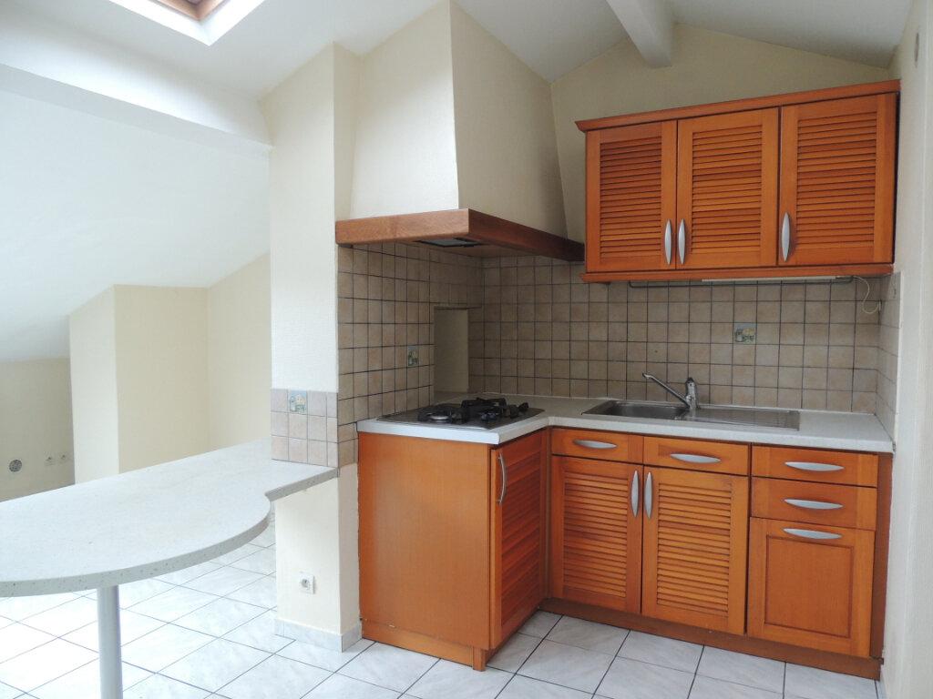 Appartement à louer 3 21.4m2 à Livry-Gargan vignette-2