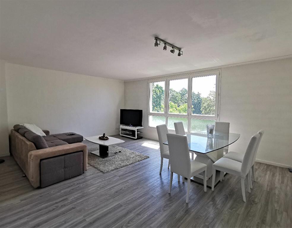 Appartement à louer 4 64m2 à Livry-Gargan vignette-1