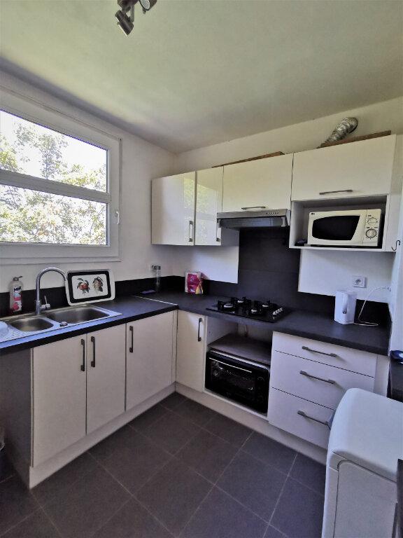Appartement à louer 4 64m2 à Livry-Gargan vignette-3
