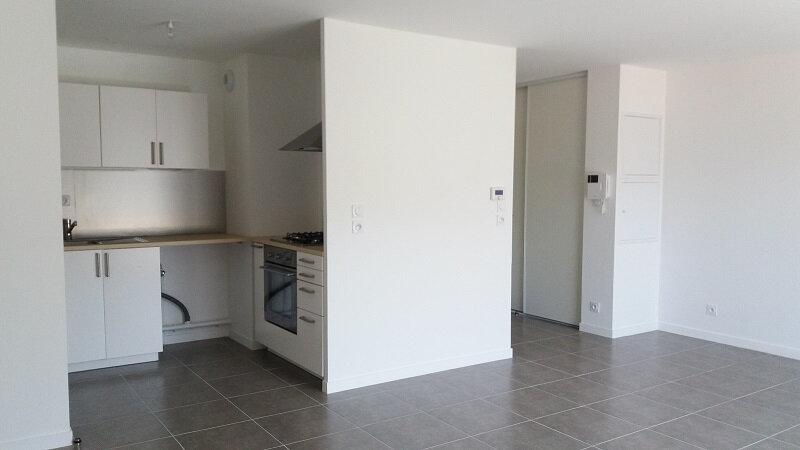 Appartement à louer 3 64.43m2 à Chevrier vignette-2