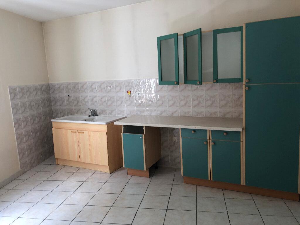 Appartement à louer 3 90m2 à Morestel vignette-3