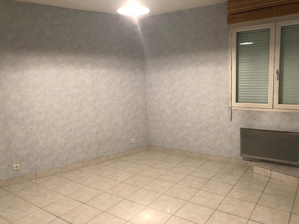 Appartement à louer 3 90m2 à Morestel vignette-5