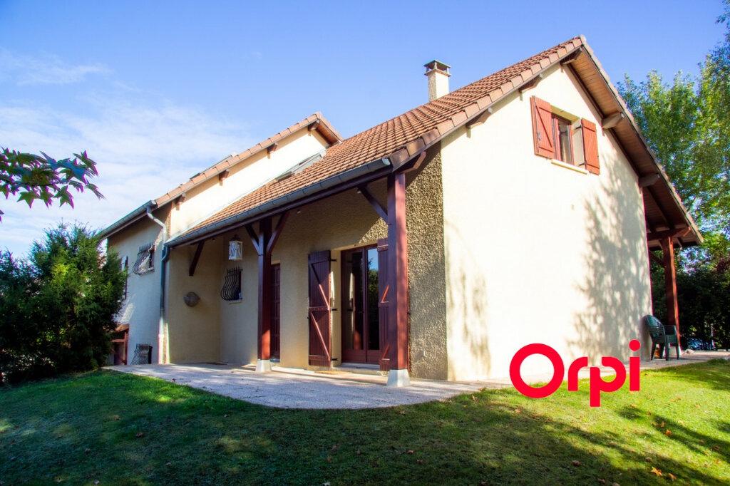 Maison à vendre 6 149m2 à Morestel vignette-1