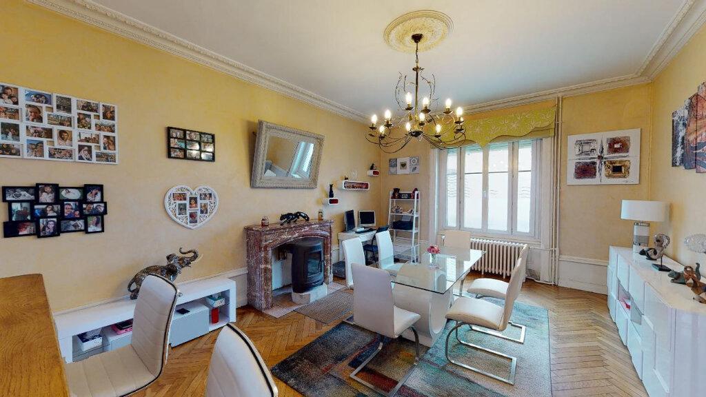 Maison à vendre 8 240m2 à Morestel vignette-2
