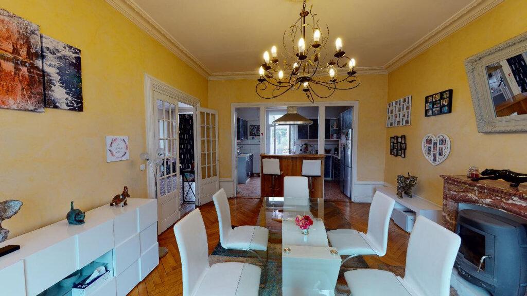 Maison à vendre 8 240m2 à Morestel vignette-3