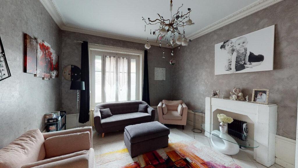 Maison à vendre 8 240m2 à Morestel vignette-4