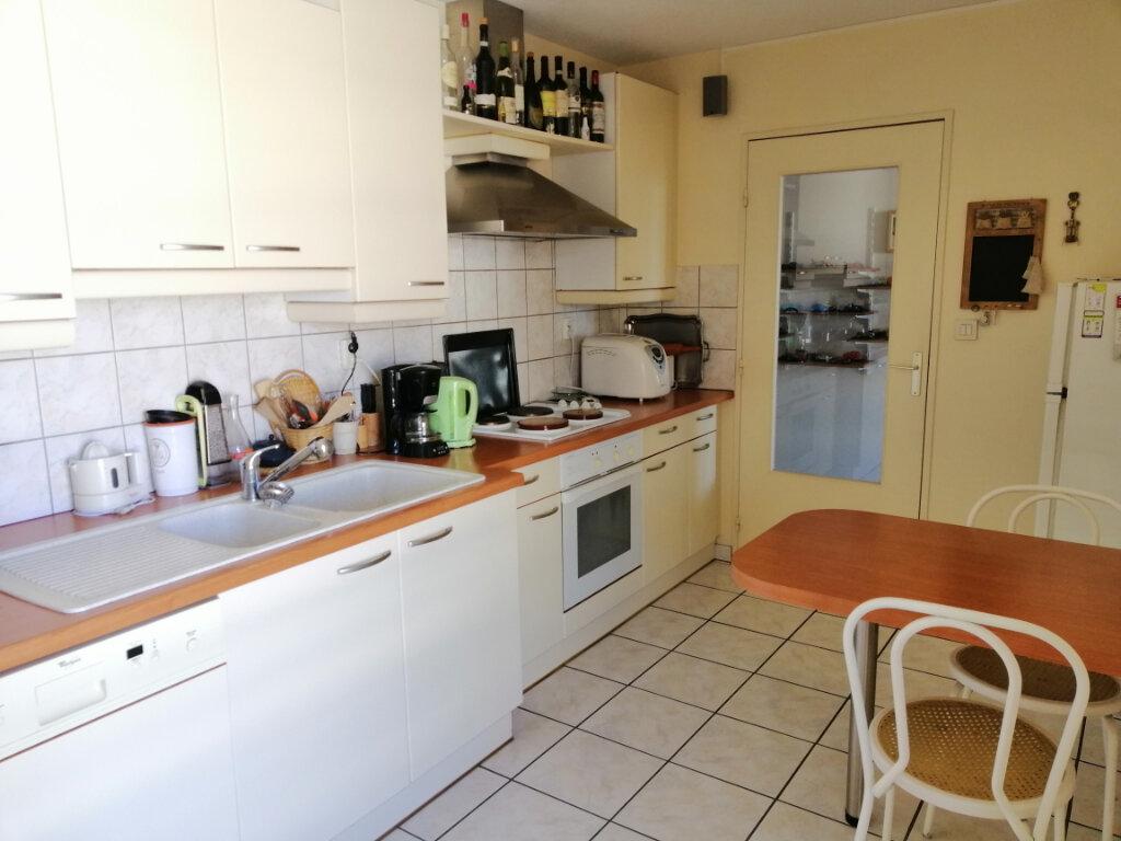Appartement à vendre 4 86.73m2 à Villeurbanne vignette-5