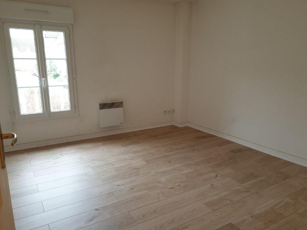 Appartement à louer 4 117m2 à Plailly vignette-3