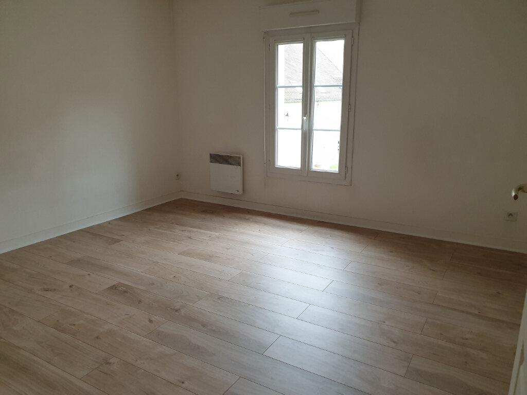Appartement à louer 4 117m2 à Plailly vignette-4