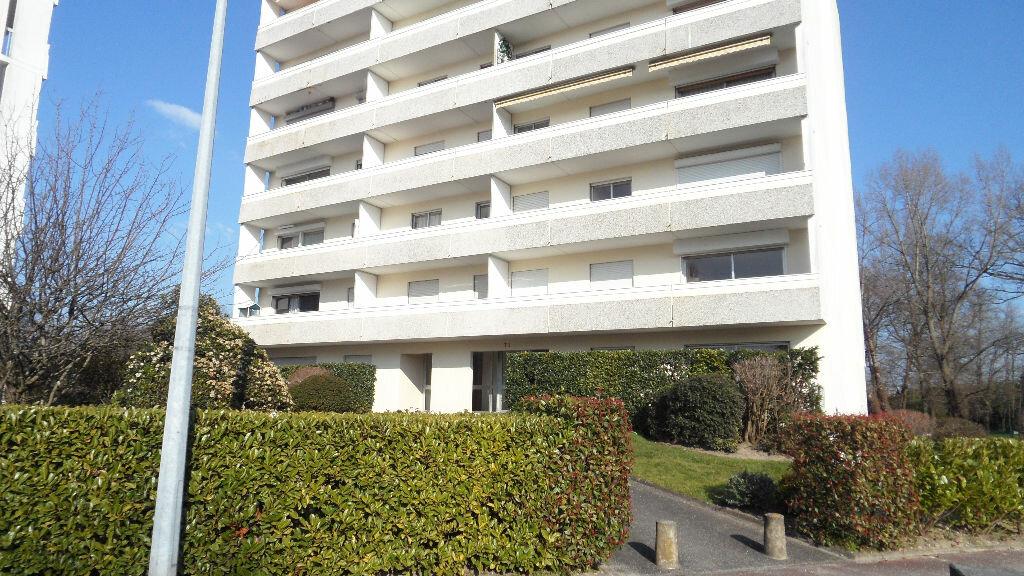 Appartement à louer 1 28m2 à Pessac vignette-1