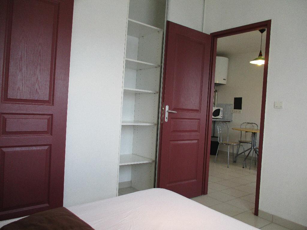 Appartement à louer 2 31m2 à Talence vignette-4