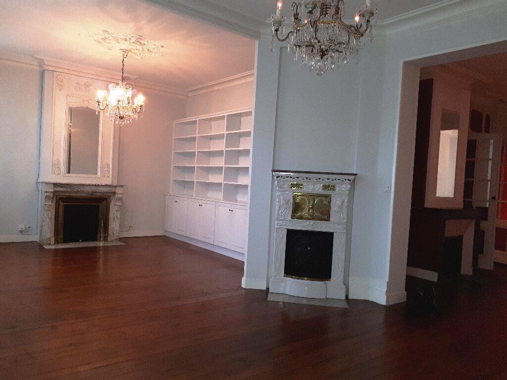 Appartement à louer 5 136m2 à Bordeaux vignette-4
