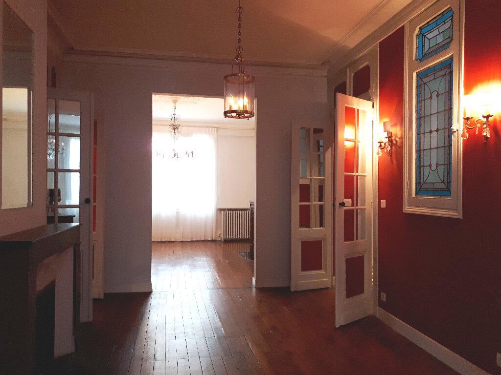 Appartement à louer 5 136m2 à Bordeaux vignette-5