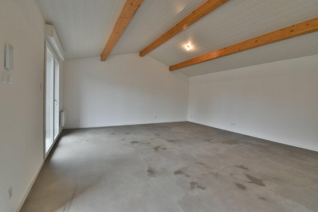 Appartement à louer 4 101m2 à Beynost vignette-2