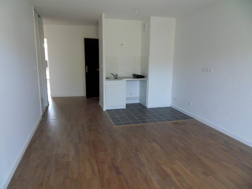 Appartement à louer 3 52.5m2 à Montluel vignette-3