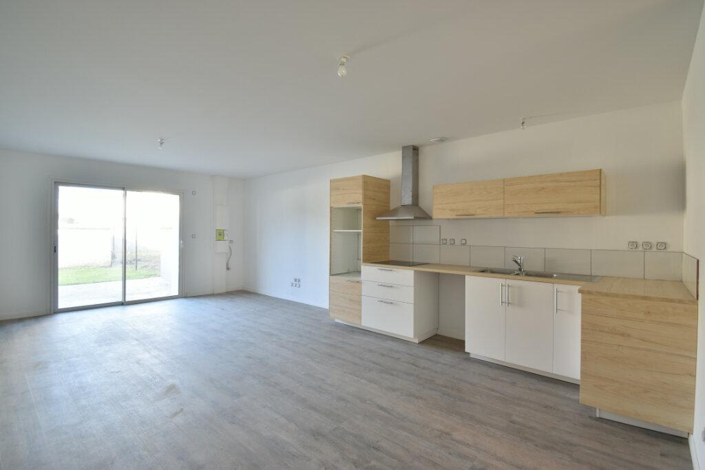 Maison à louer 4 112m2 à Béligneux vignette-1