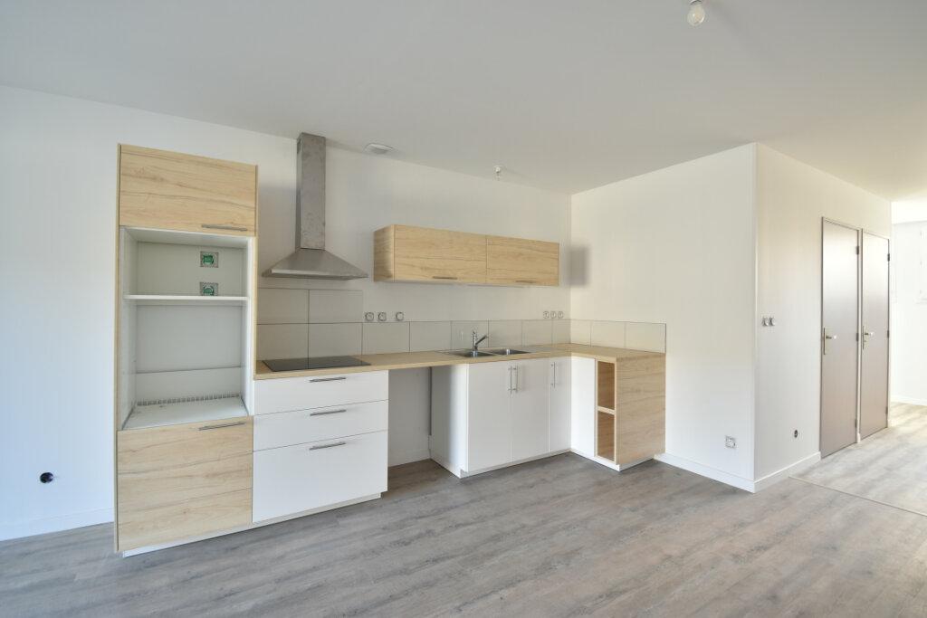 Maison à louer 4 112m2 à Béligneux vignette-2