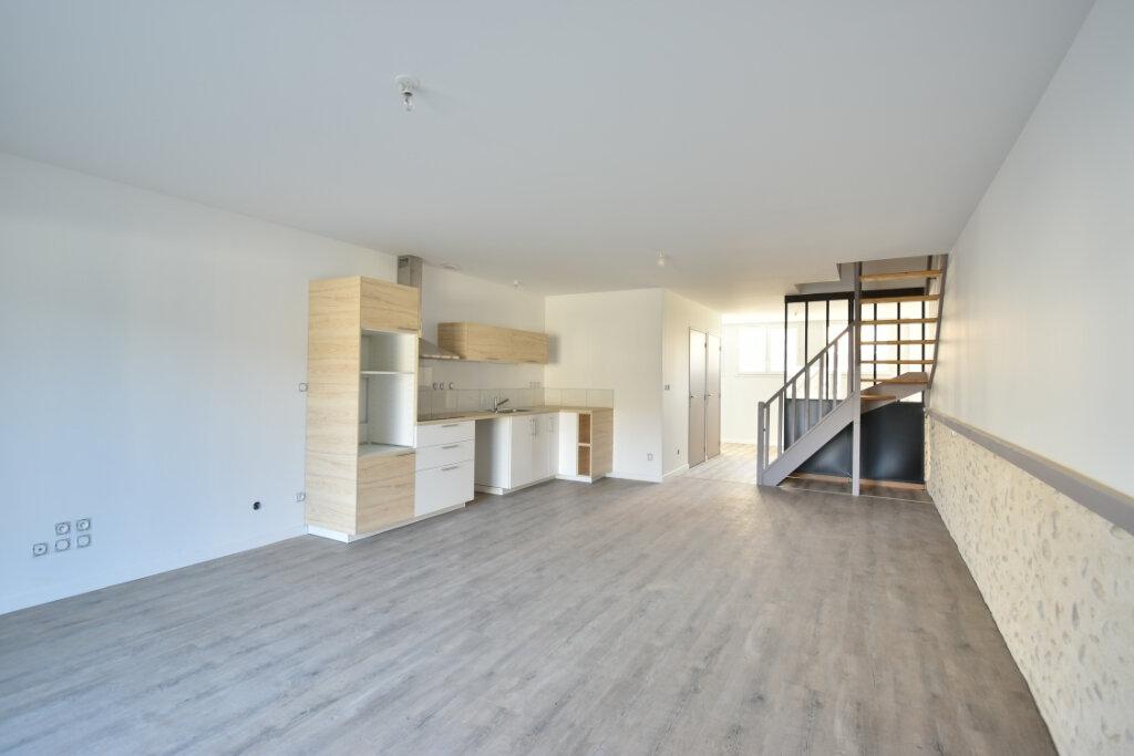 Maison à louer 4 112m2 à Béligneux vignette-3