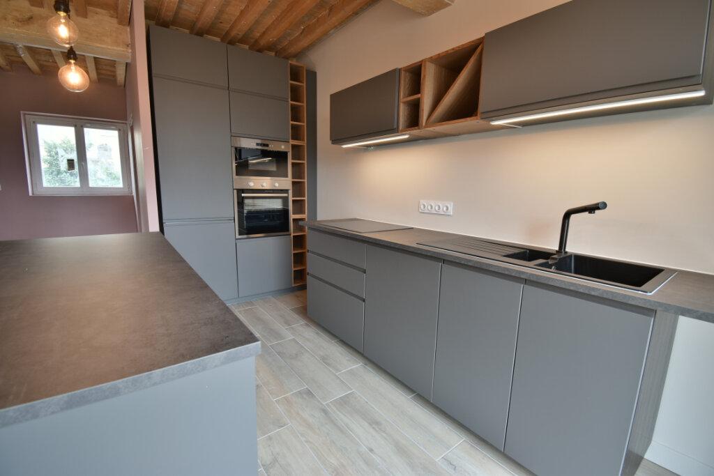 Maison à vendre 5 124.4m2 à Pusignan vignette-2
