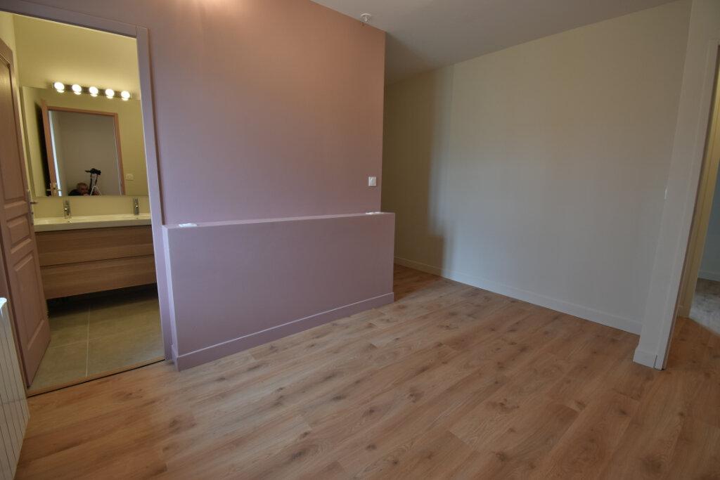 Maison à vendre 5 124.4m2 à Pusignan vignette-4