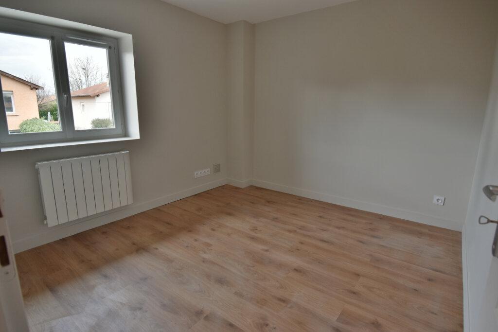 Maison à vendre 5 124.4m2 à Pusignan vignette-6