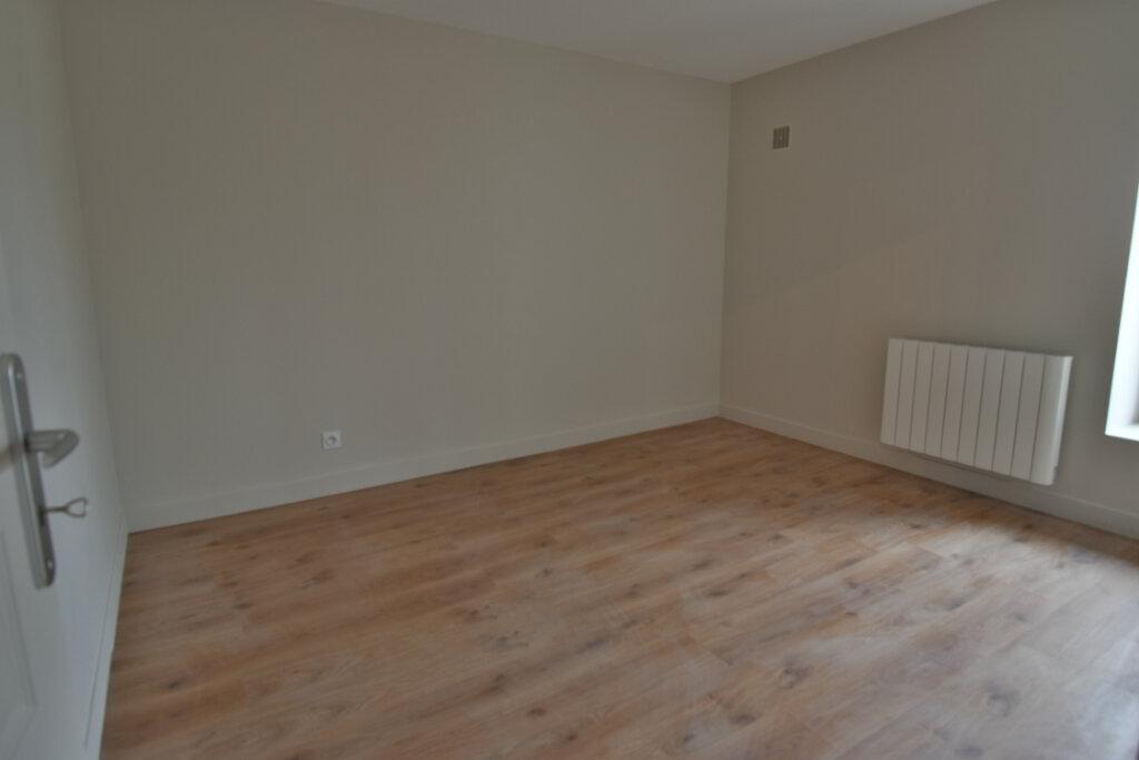 Maison à vendre 5 124.4m2 à Pusignan vignette-7