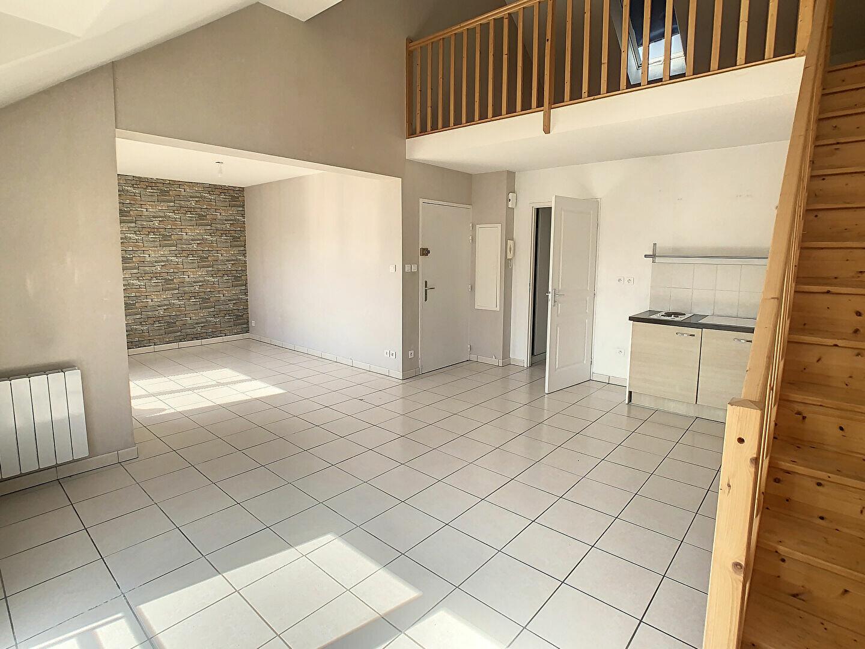 Appartement à louer 3 60.78m2 à Nancy vignette-1