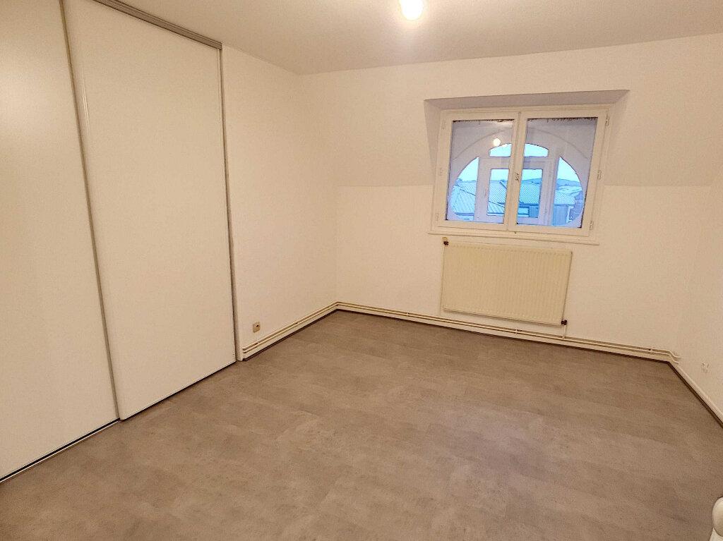 Appartement à louer 5 76.95m2 à Nancy vignette-4