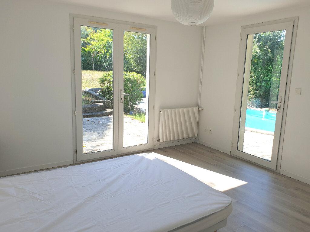 Appartement à louer 8 200m2 à Mérignac vignette-1