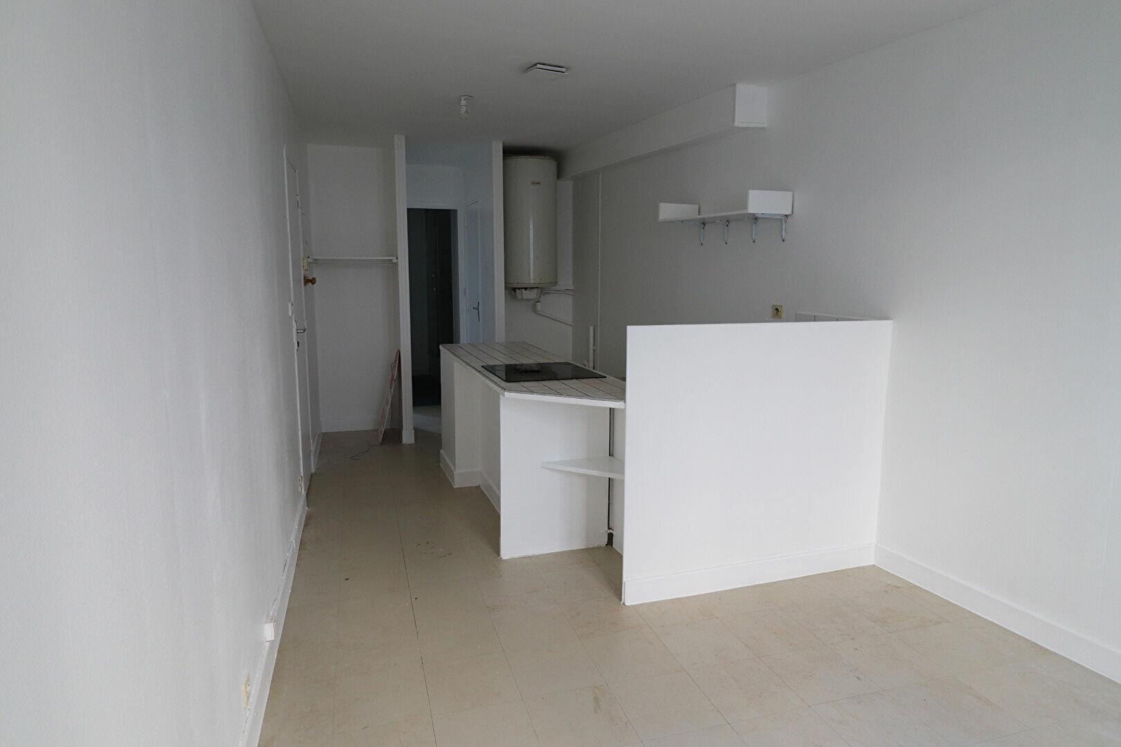 Appartement à louer 2 29m2 à Sancerre vignette-1