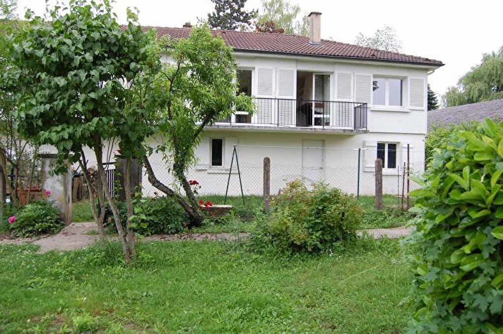 Maison à louer 4 80m2 à Saint-Bouize vignette-1