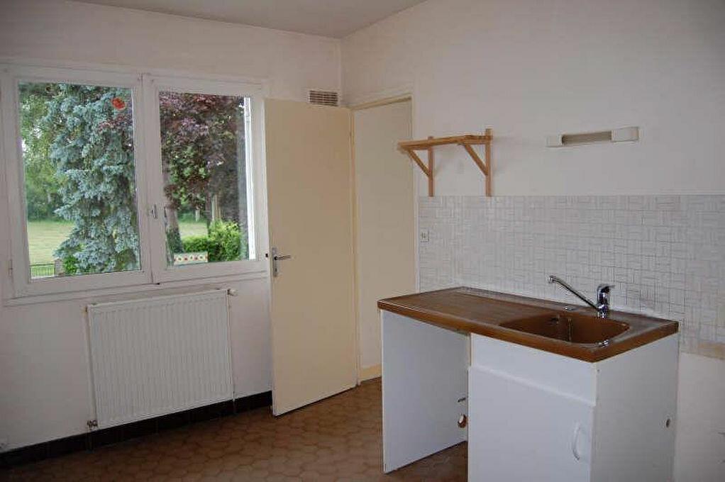 Maison à louer 4 80m2 à Saint-Bouize vignette-2