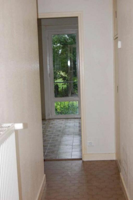 Maison à louer 4 80m2 à Saint-Bouize vignette-4