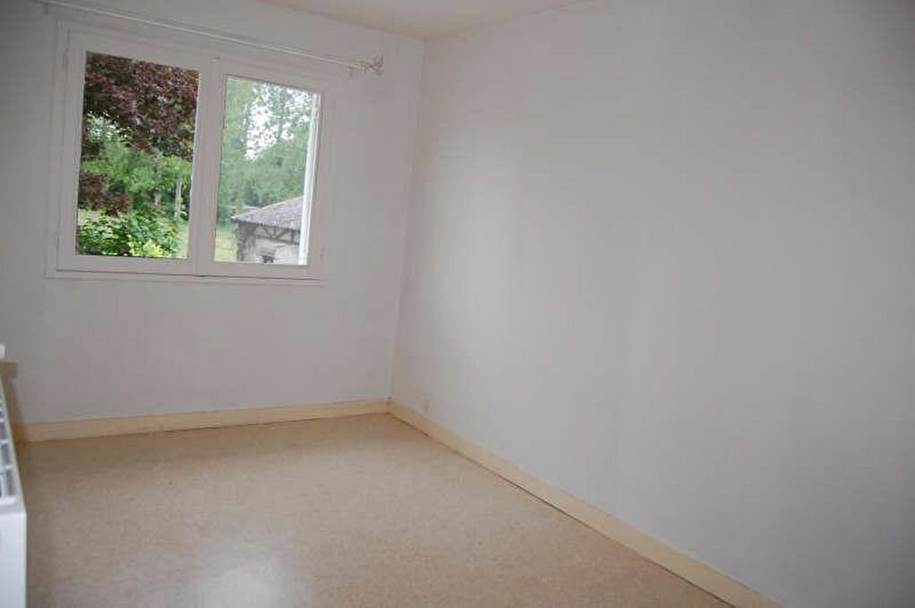 Maison à louer 4 80m2 à Saint-Bouize vignette-7