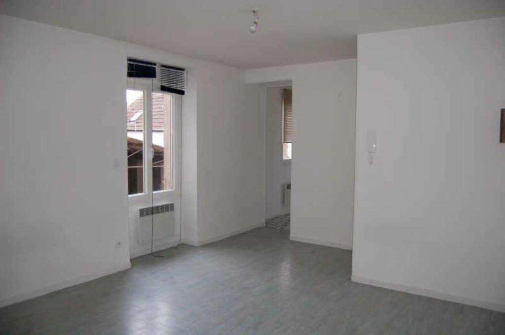 Appartement à louer 1 28m2 à Saint-Satur vignette-1