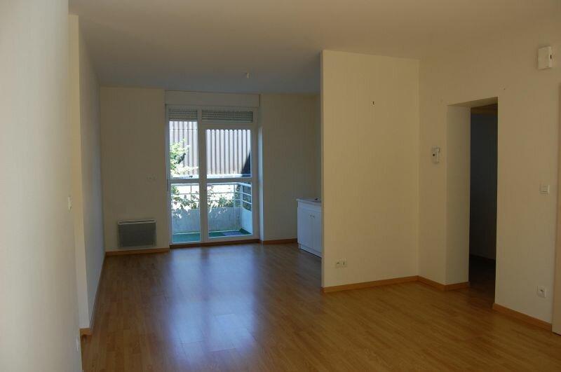 Appartement à louer 3 65m2 à Sancerre vignette-1