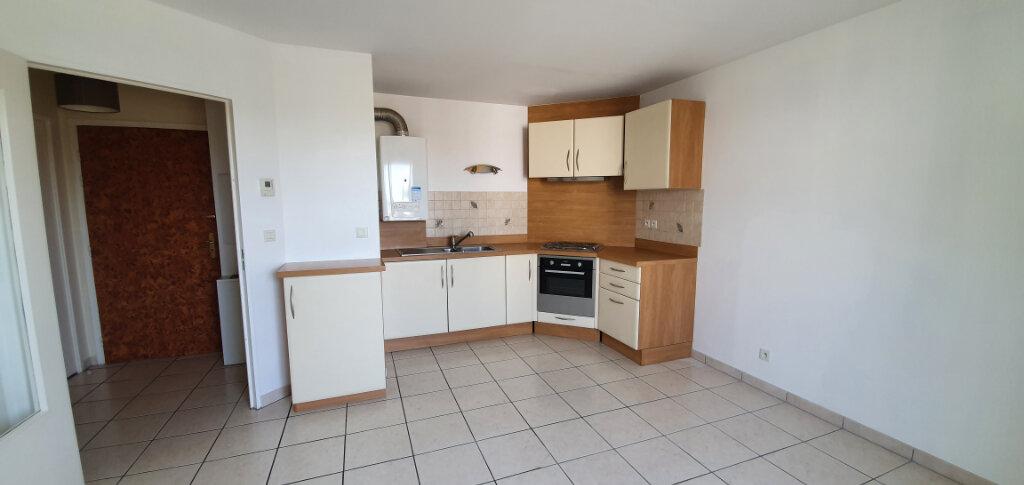 Appartement à louer 2 38.07m2 à Brie-Comte-Robert vignette-1