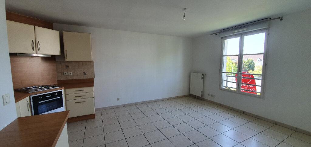 Appartement à louer 2 38.07m2 à Brie-Comte-Robert vignette-2