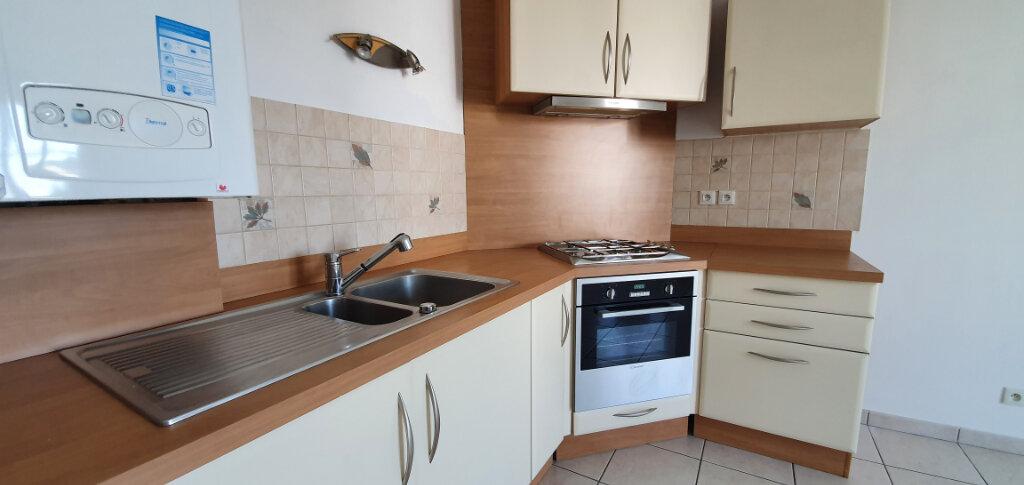 Appartement à louer 2 38.07m2 à Brie-Comte-Robert vignette-3