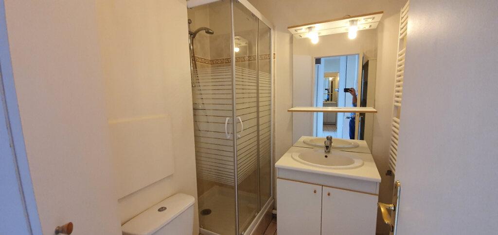 Appartement à louer 2 38.07m2 à Brie-Comte-Robert vignette-4