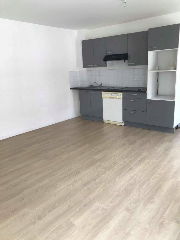 Appartement à louer 2 46m2 à Hazebrouck vignette-2